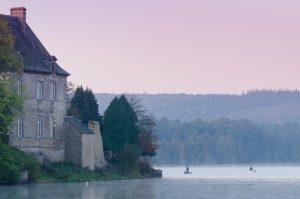 L'etang et abbaye de Paimpont a l'aube - Crédit Emmanuel Berthier