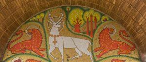 Mosaique du Cerf Blanc dans la chapelle du Graal - Crédit Emmanuel Berthier