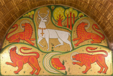 The mosaic of the white stag, in the church of the Holy Grail - Tréhorenteuc - Crédit Emmanuel Berthier