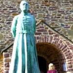 statue abbé Gillard église du graal