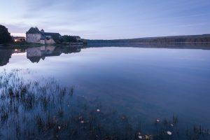 Etang et abbaye de Paimpont - Ille et Vilaine - Crédit : Emmanuel Berthier