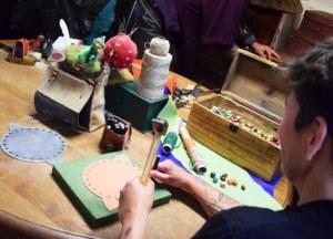 Atelier cuir à Folle Pensée, Paimpont, Bretagne