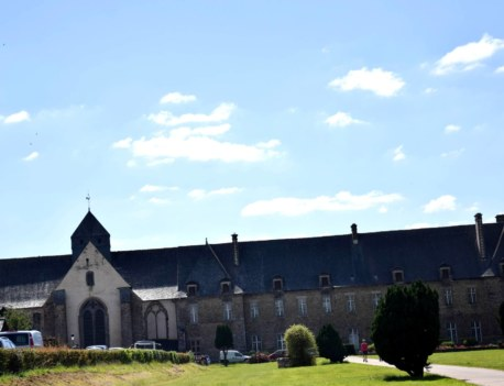 abbaye de Paimpont esplanade