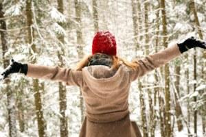 promenade en forêt hiver. crédit pexel.