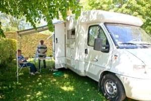 camping-car en forêt de Brocéliande