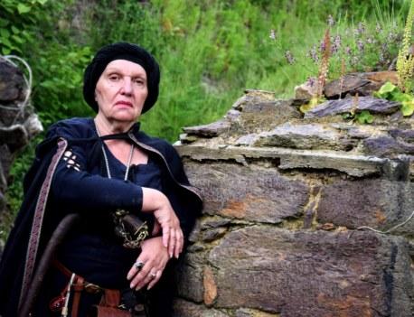 DamEnora, conteuse de la mort en Brocéliande